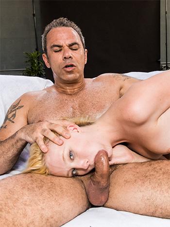 Blondes amateur porn pics