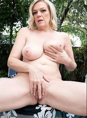 Naked mature woman Lena Lewis